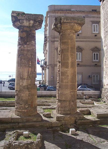 colonne tempio poseidone Taranto (foto wikipedia)
